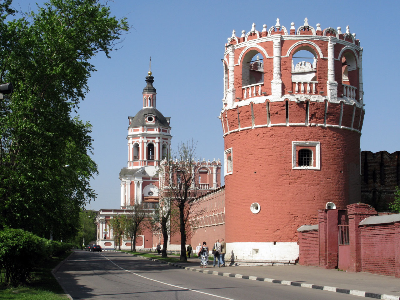 Walls_and_towers_of_Donskoy_Monastery_06_1