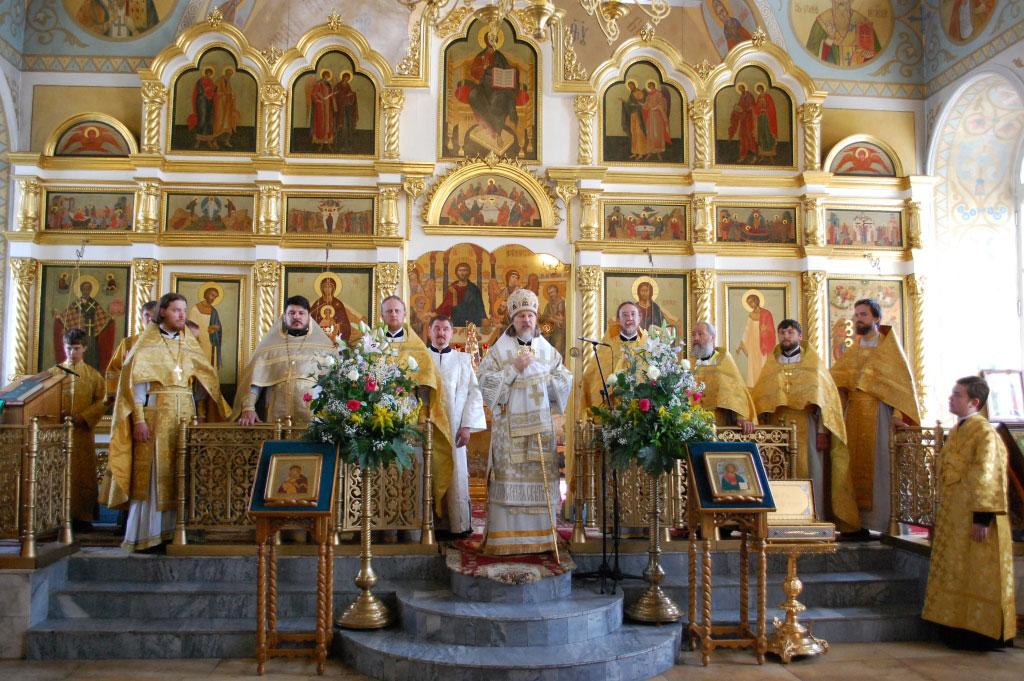 Архиепископ Егорьевский Марк совершил Божественную Литургию в храме Рождества Христова в Митине