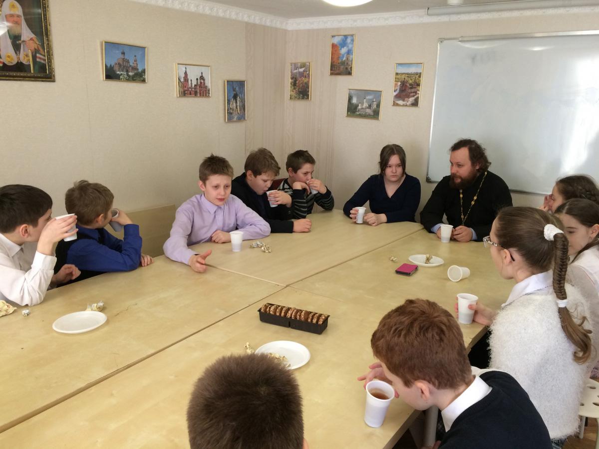 Встреча учеников 4-го класса со священником