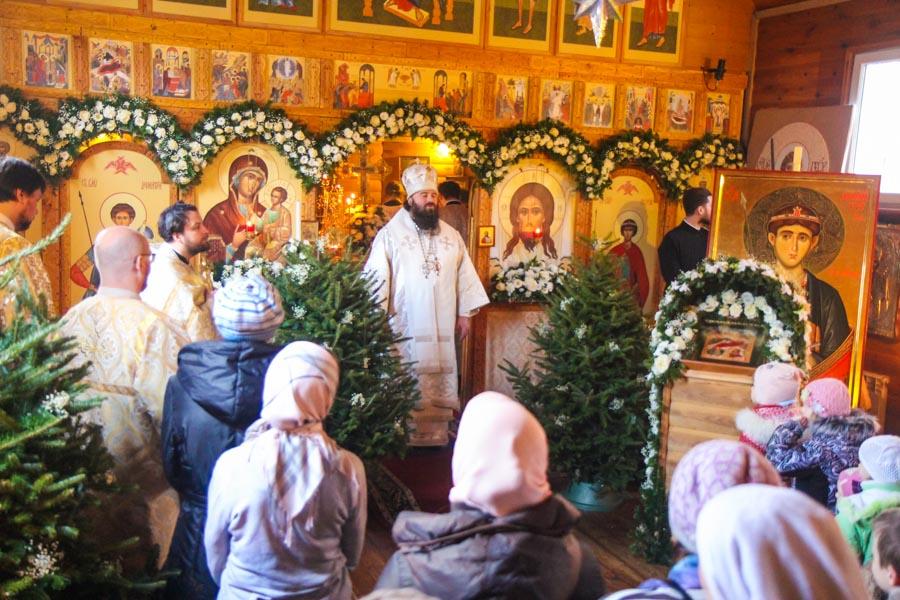 _012_of_017_Vladyka_paramon_otslujil_liturgiyu_12.01.18_